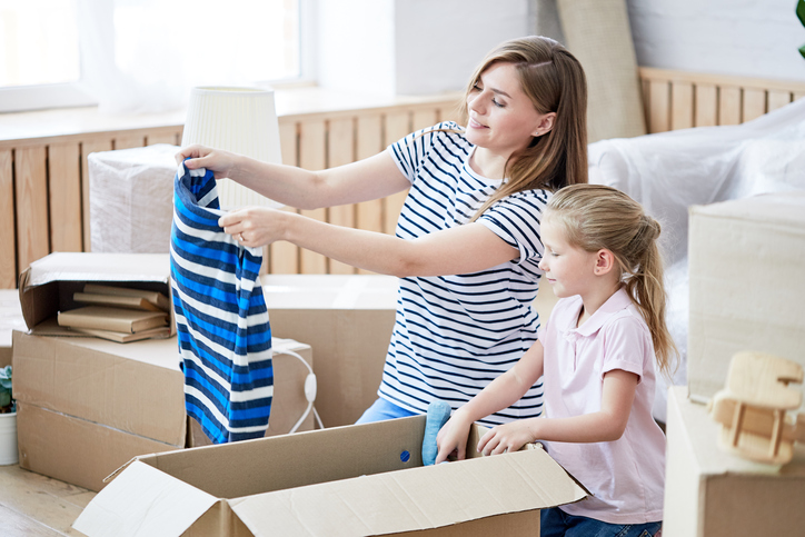how to pack and move clothes