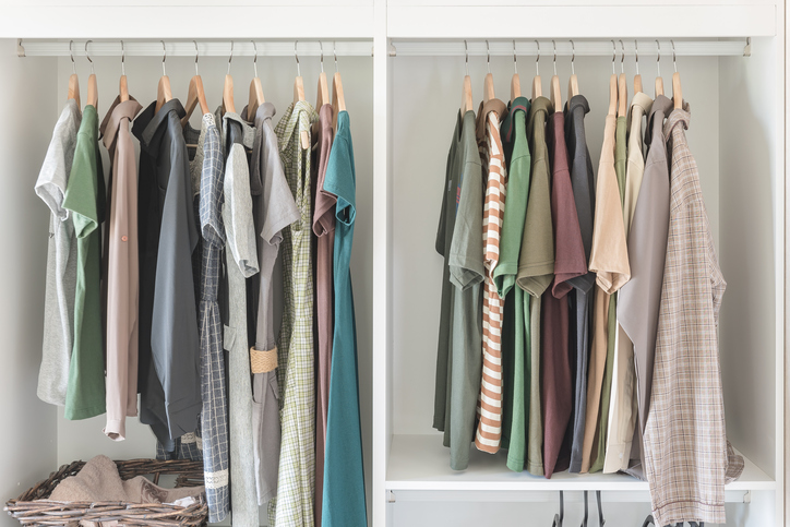 Minimal clothes in contemporary closet system