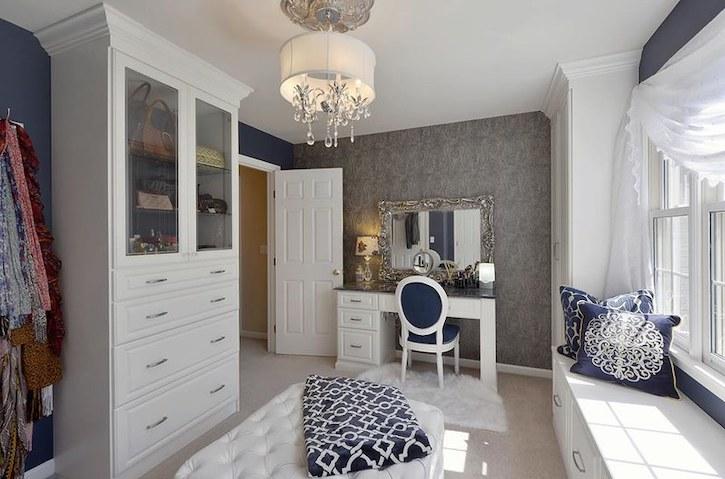 Beautiful, well-organized contemporary closet