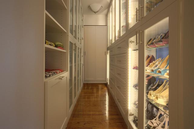 Custom closet design features