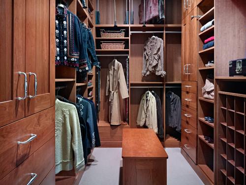 Traditional custom closet design