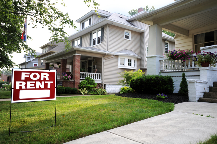 Home for rent with sign on lawn
