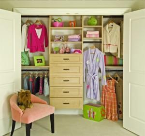 Children's custom closet reach-in