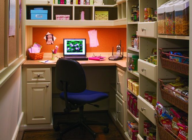 Built in desk in a walk-in pantry