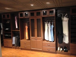 Closet organizer in Scottdale showroom