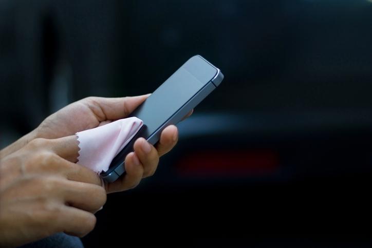 Wiping smart phone screen
