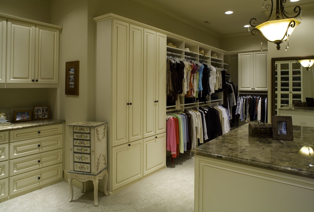Luxurious custom closet walk-in design