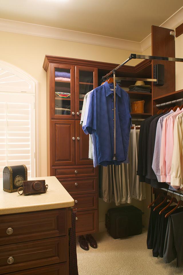 Custom Closet with Wardrobe Lift